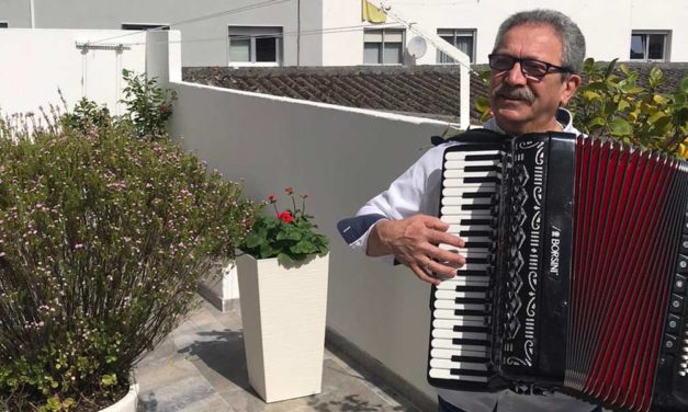 """<div class=""""titulo_partido""""><span>O peto común.</span></div> Ramón e o seu acordeón"""