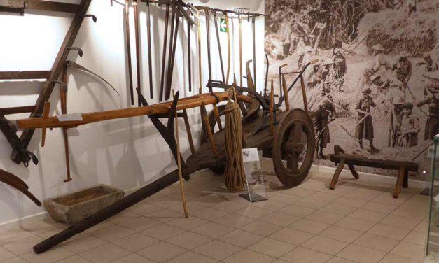 """<div class=""""titulo_partido""""><span>Un país coma un mundo.</span></div> Museos etnográficos das Pontes e da Capela – As Neves"""